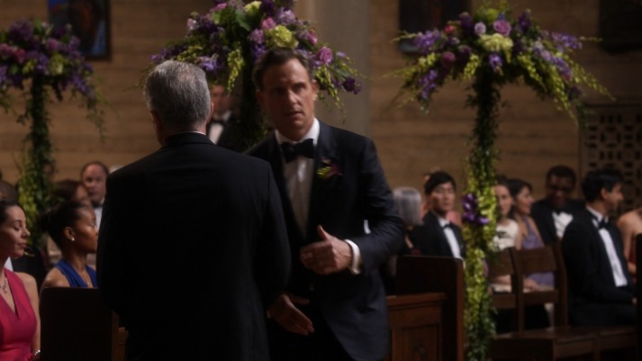 fitz-runs-to-olivia-at-jake-wedding